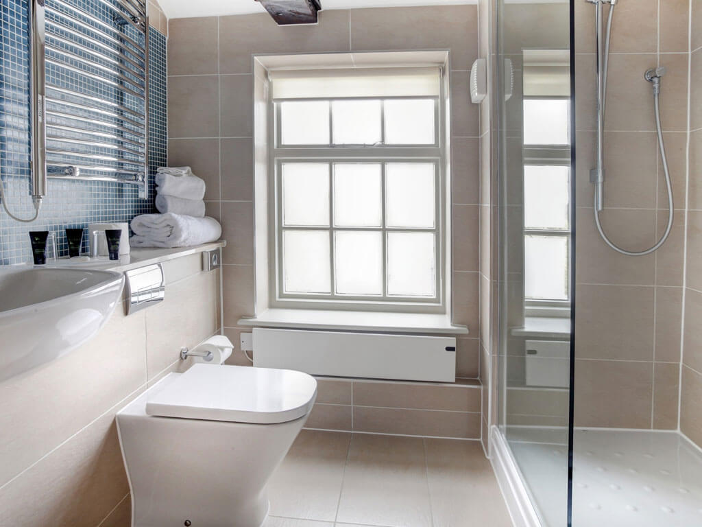Classic Double Room Bathroom - Quy Mill Hotel & Spa
