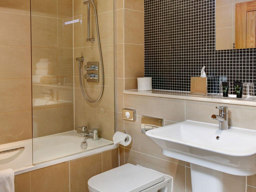 Executive Double Room Bathroom - Quy Mill Hotel & Spa